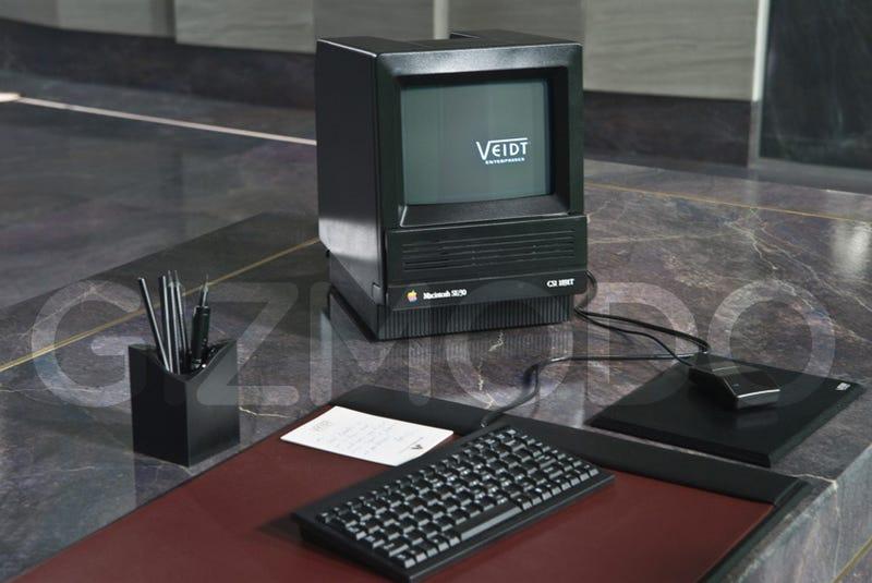 Watchmen's Old School Macintosh SE/30