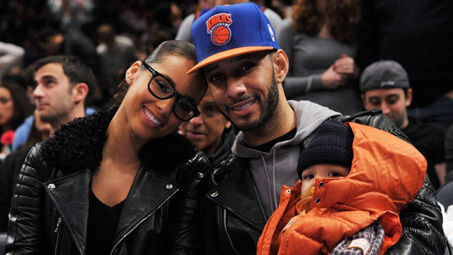 Alicia Keys Gives The Knicks Some Christmas Cheers