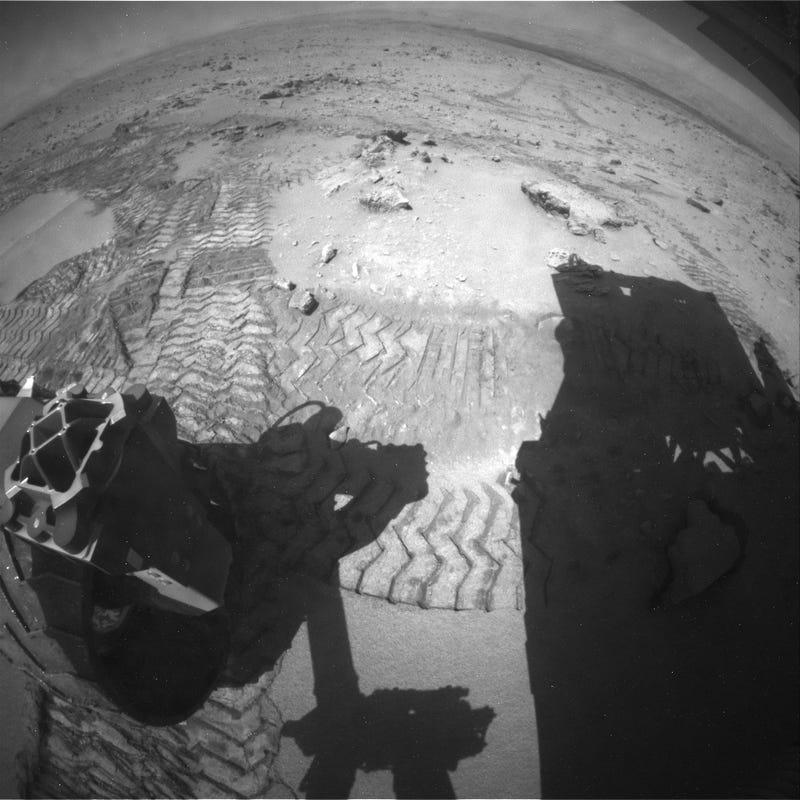 Mars Curiosity having fun driving on dunes