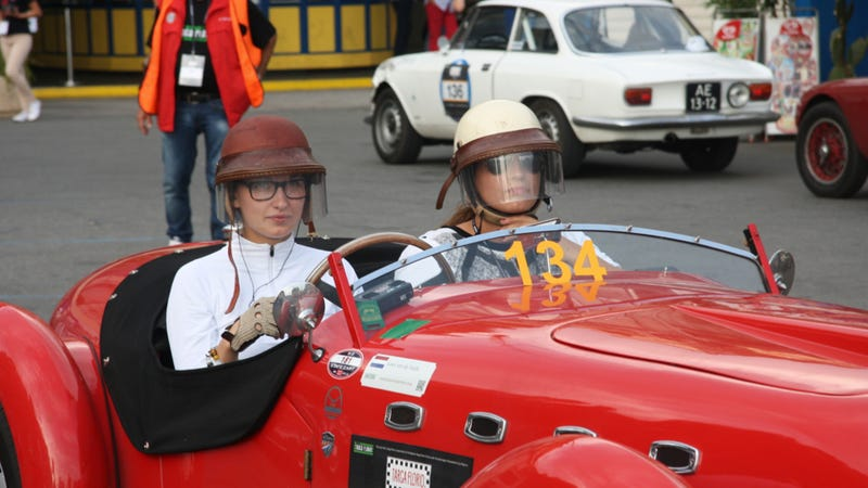 These Dutch Sisters Broke Into The Good Old Boys Vintage Car Racing Scene