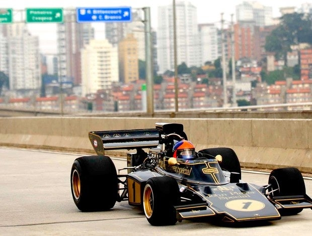 Emerson Fittipaldi Tours São Paulo At 155 MPH In His F1 Lotus