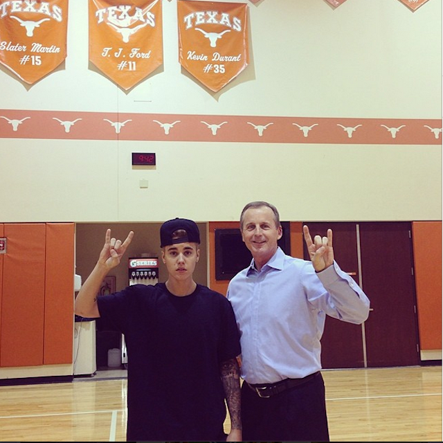 "Justin Bieber Does ""Hook 'Em Horns"" With Rick Barnes At Texas"