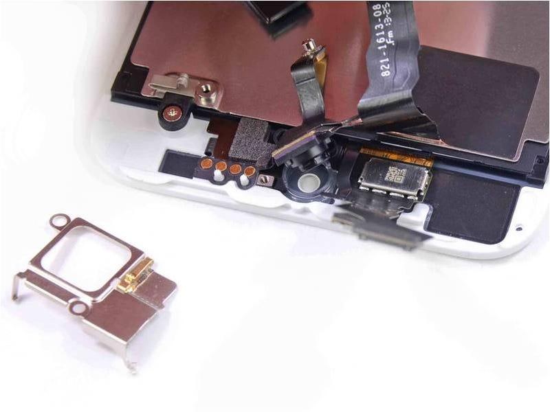 El iPhone 5S y 5C, pieza a pieza por dentro
