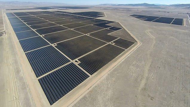 Ο μεγαλύτερος ηλιακός σταθμός παραγωγής στον κόσμο είναι πλέον σε λειτουργία