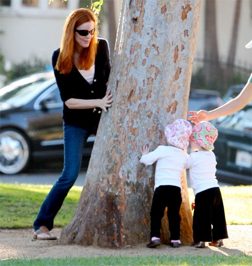 Marcia Cross & Kids Play Peek-A-Boo