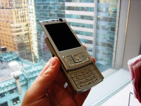 Nokia N95 Gets Felt Up