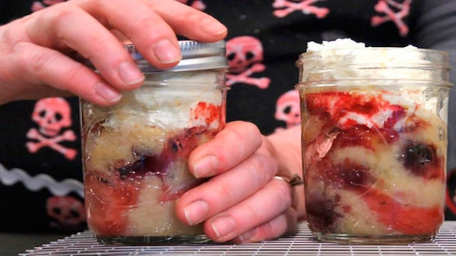 Bake Cakes in Canning Jars for Easy, Delicious Single-Serving Desserts