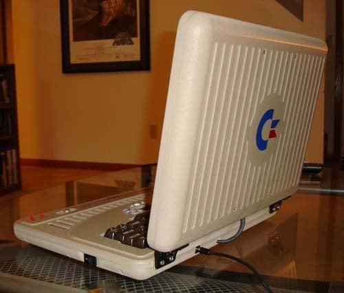 The Anti-DSi: Commodore 64 Laptop