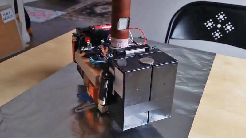 Guy Builds An Electromagnetic Thor Mj 246 Lnir Hammer Only He