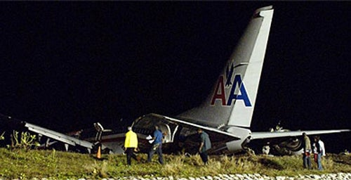 Boeing 737 Splits in Two at Landing