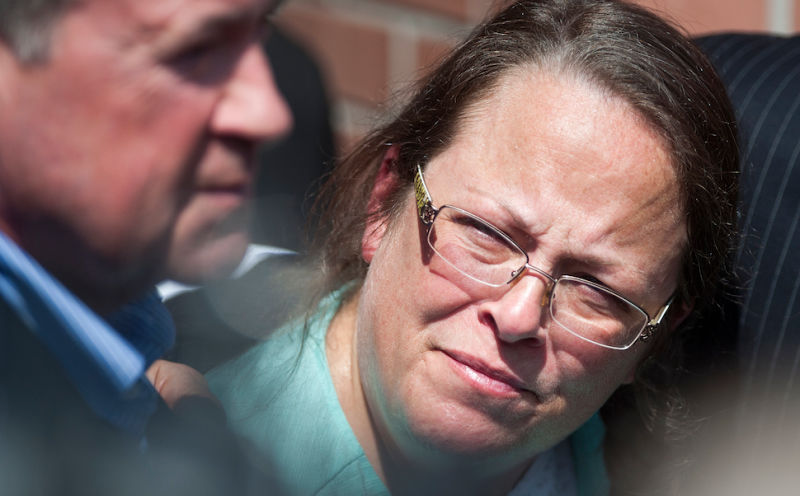 Dear Kim Davis, Please Make an Interracial Lesbian Porno For the Dogfart Network