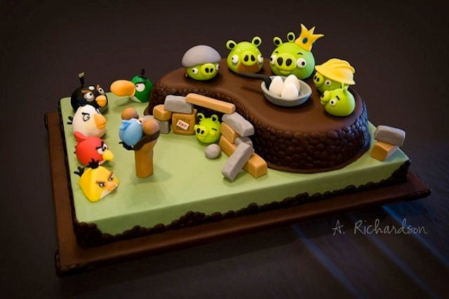 I Want To Sling My Face at This Incredible Angry Birds Cake