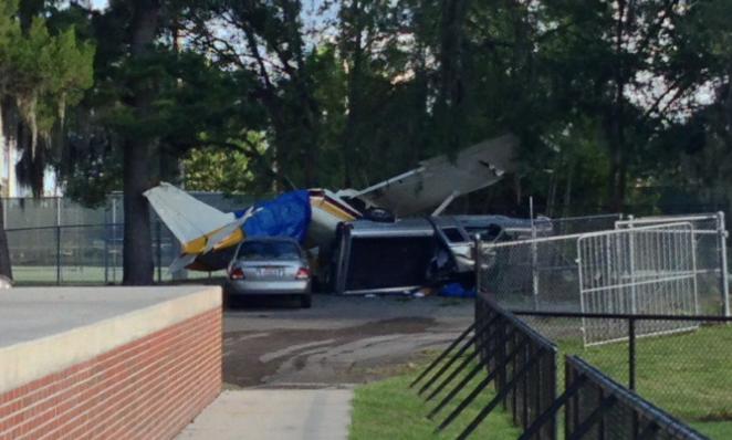 Banner Plane Crashes On Flavet Field Before Florida-Arkansas Game