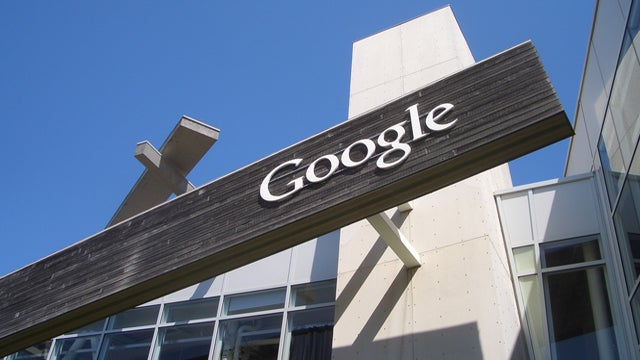 Google Closes Deal on Motorola Mobility