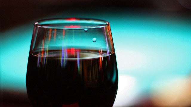 Teach Your Pretentious Friend How To Swirl Wine Using Science