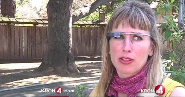 Rátámadtak a nőre a kocsmában, csak mert Google Glasst viselt