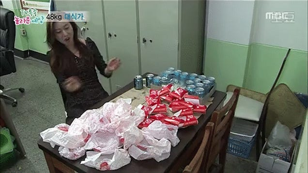 For a 100-Pound Woman, This Lady Can Eat So Many Burgers