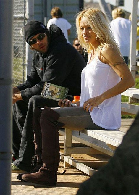 Pam Anderson Hooks Up With Estranged Hubby; Ernest Hemingway