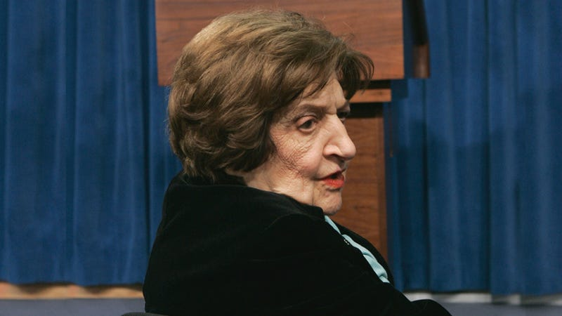 Helen Thomas, Pioneer Journalist Who Covered 9 Presidents, Dead at 92