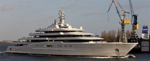 Anti-Paparazzi Laser Shield-Equipped Yacht No Match For Video Camera