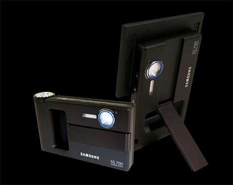 Digital Picture Frame Doubles as a Camera