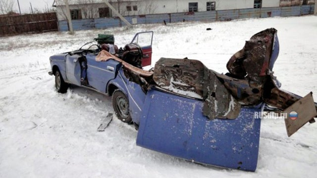 See the amazing result of a collision between a Russian car and a tractor