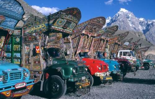 Since You've Been Extra Good This Week: Pakistani Dekotora