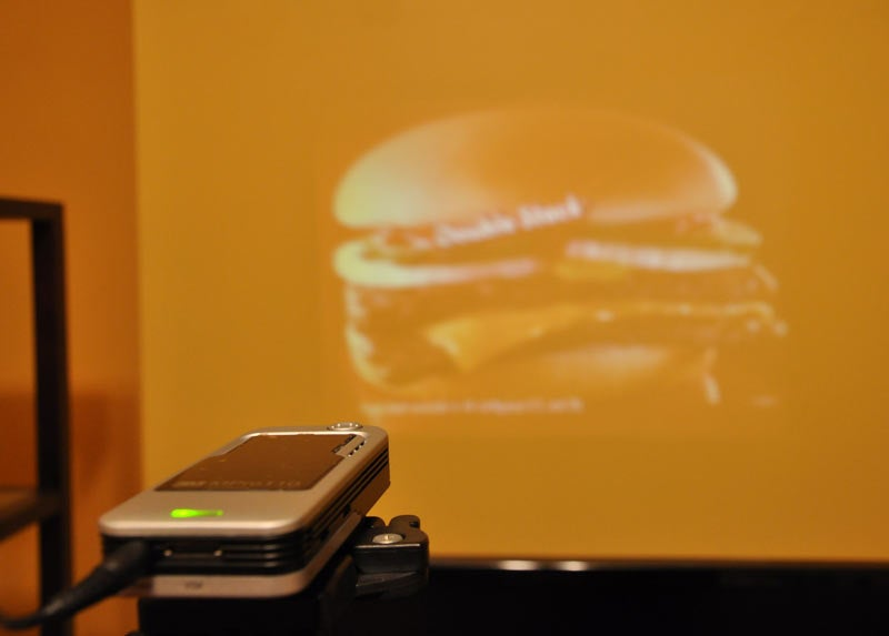 3M MPro110 Handheld Mobile Projector: Lightning Review
