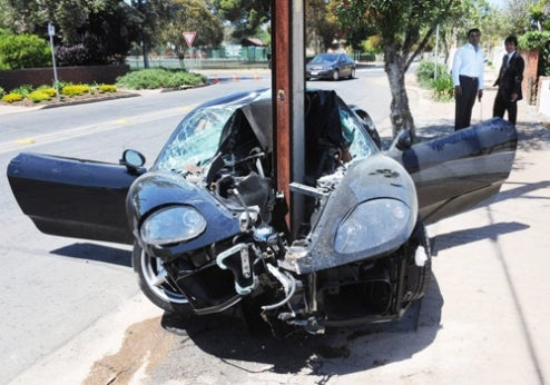 Aussie Bisects Ferrari 360 Modena Front End With Pole, Miraculously Survives