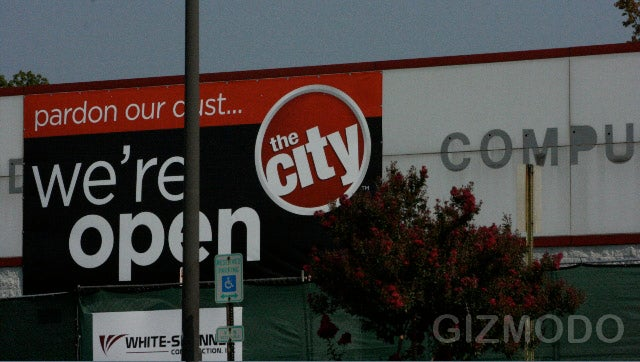 a comparison of the stores best buy and circuit city We simply asked about the comparison between them and the  technology stores in panama city and he had  a circuit city, then a little later, a best buy.
