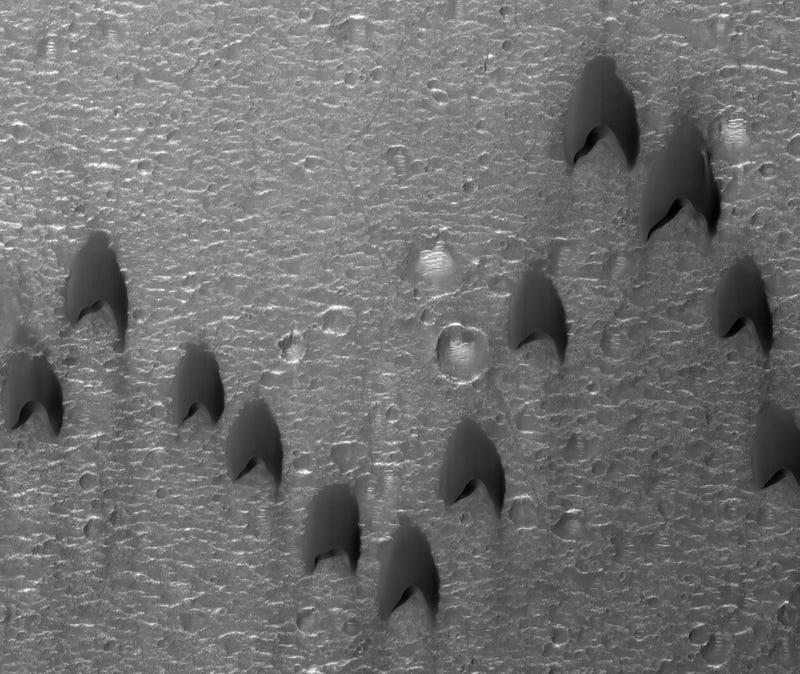 It's So Perfect that Mars Dunes Look Like Starfleet Logos