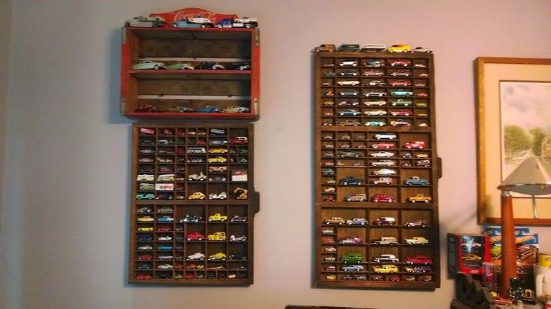 Easy and interesting Hot Wheels shelves