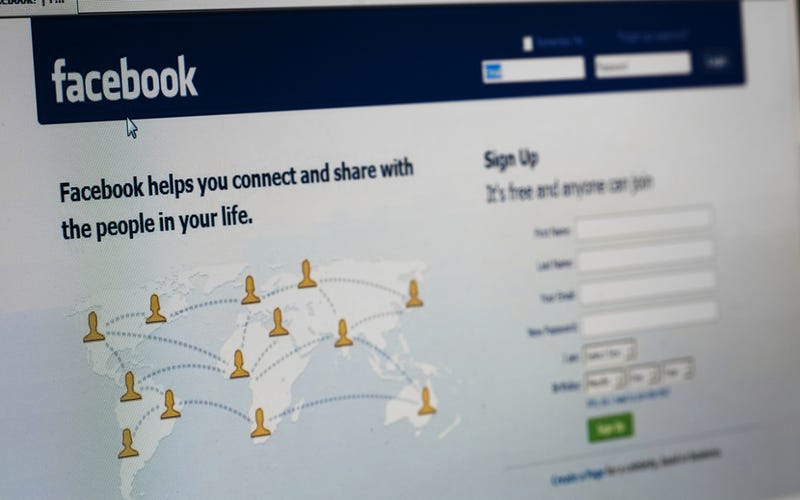 Teen Commits Suicide After Parents Ban Her from Facebook