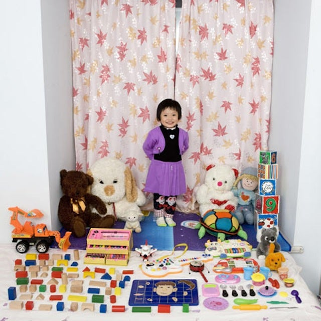 These Photographs of Children with Their Favorite Toys Are Fascinating