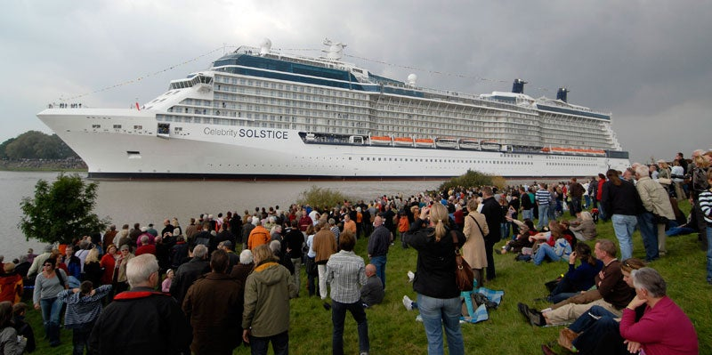 World's Largest Cruise Ship Probably Leaves Tsunamis in Its Wake