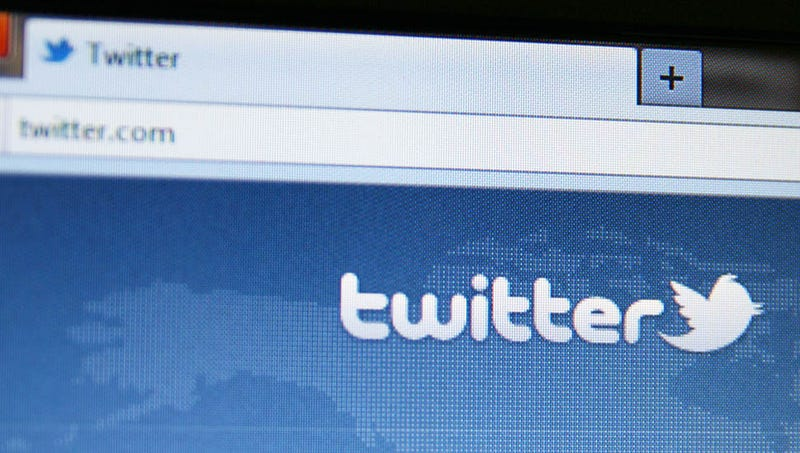 Your Evening Sob: Woman Unknowingly Live Tweets Her Husband's Death