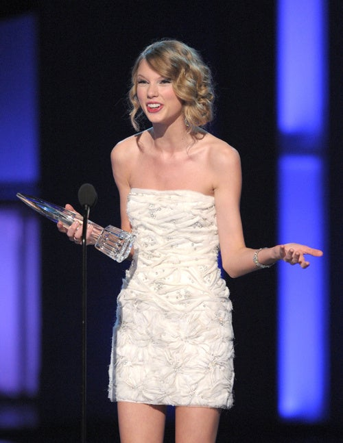Taylor Swift Shocked To Win Award For Best SurprisedFace