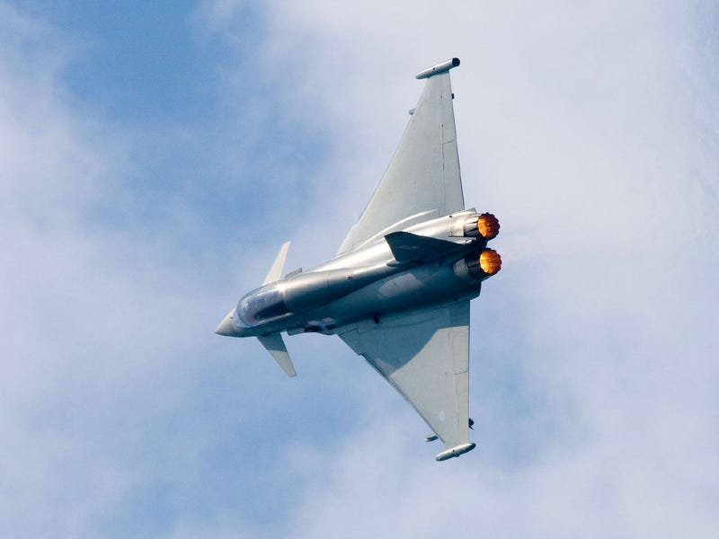 Hijacking Panic Sends Terrifying Sonic Booms Over England