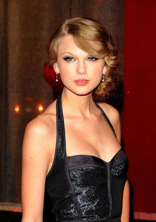 True Glitz At Country Music Awards