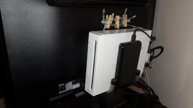 Mount Your Wii (or Anything Else) to the Back of Your TV with Hooks