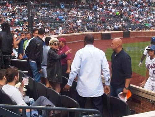 Lady Gaga Throws Fit, Flips The Bird At Mets Game