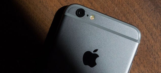 Apple Halts Online Sales in Russia Due to Seesawing Rouble