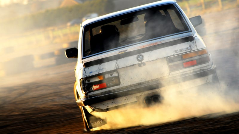 Your Ridiculously Awesome Drifting E28 BMW 5-Series Wallpaper Is Here