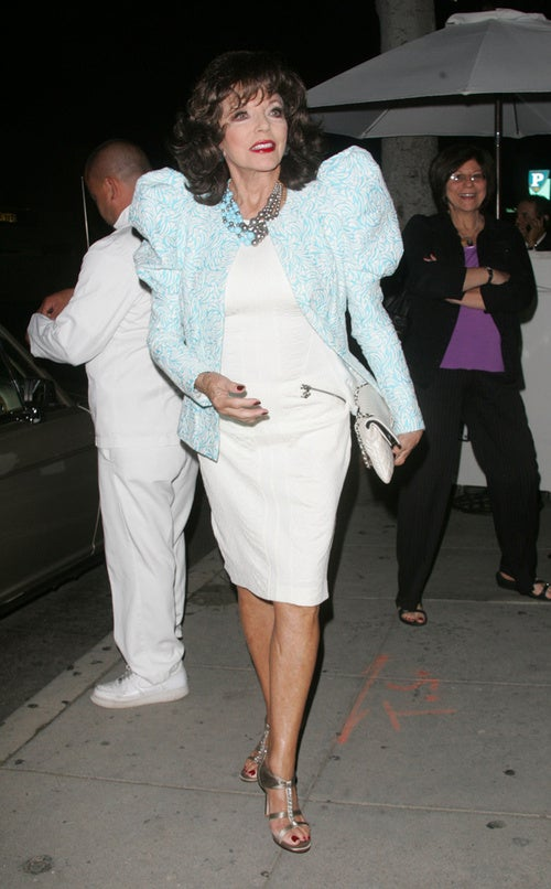 Lady Behind Joan Collins Finds Her Sleeves… Amusing.