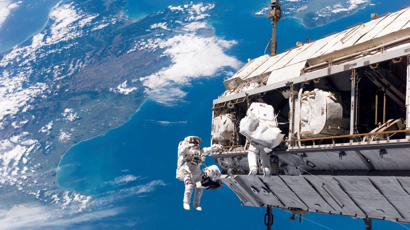 Watch NASA's Six-Hour Space Walk Livestream For a Glimpse of an ISS Workday