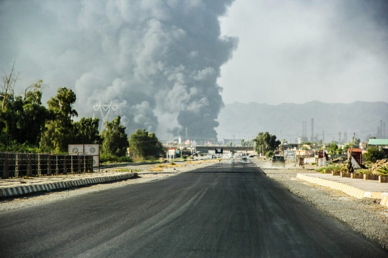 White House Approves Airstrikes And Airdrops For Iraq
