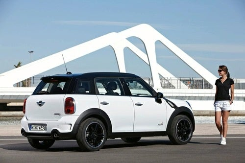 MINI Crossover Countryman: Leaked Photos