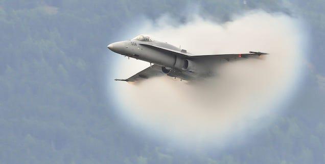 ¿Qué es el cono que forma un avión al romper la barrera del sonido?