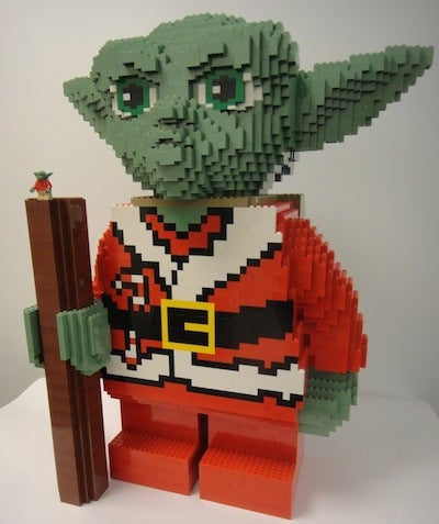 Lego Adds Some Force to Gizmodo Gallery with LEGO SANTA YODA!