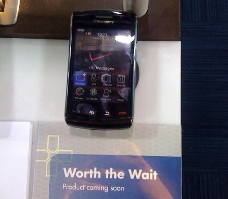 Blackberry Storm 2 Dummy Units Arrive At Best Buy and Verizon Stores
